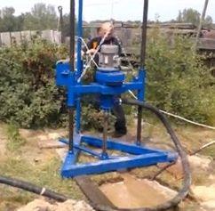 Бурение скважины для извлечения грунтовой воды