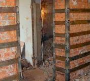 Усиление кирпичной стены металлическим каркасом